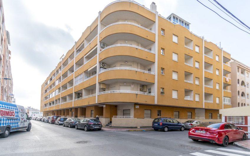 Lekker Penthouse i Torrevieja sentrum med privat takterrasse og felles bassengområde.