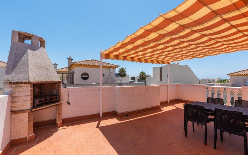 Torrevieja- Vakker villa med privat basseng nær La Mata stranden.