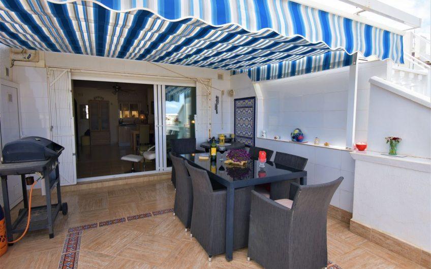 Spektakulær bolig med privat basseng og fantastisk utsikt over La Mata stranden og Middelhavet.