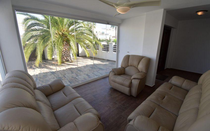 Moderne rekkehus i La Florida – Fullstendig nyrenovert. Fin beliggenhet.