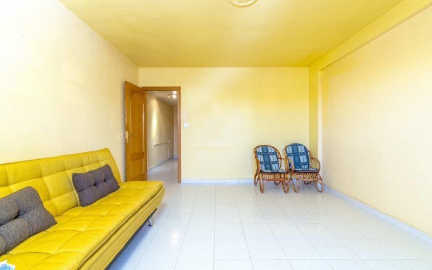Sydvendt leilighet med havutsikt på Punta Prima. 400 meter fra stranden.