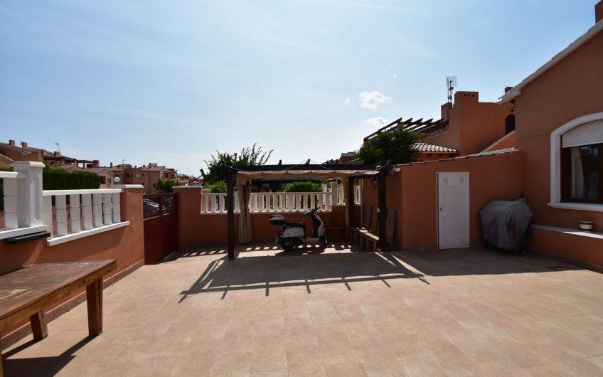 Meget solrik bungalow i Aguas Nuevas. Flott felles bassengområde. Nære havet.