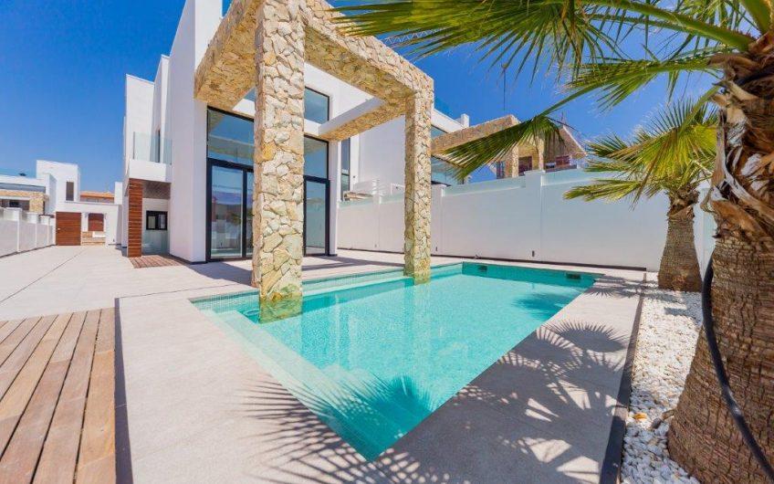 Sjelden mulighet. Stor prisreduksjon. Praktfull villa med privat basseng på Torre del Moro