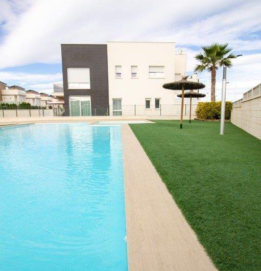 Moderne toppleilighet i Torrevieja. Kort avstand til sentrum og stranden. Stor takterrasse.