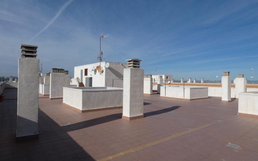 Penthouse i Torrevieja sentrum med stor terrasse.
