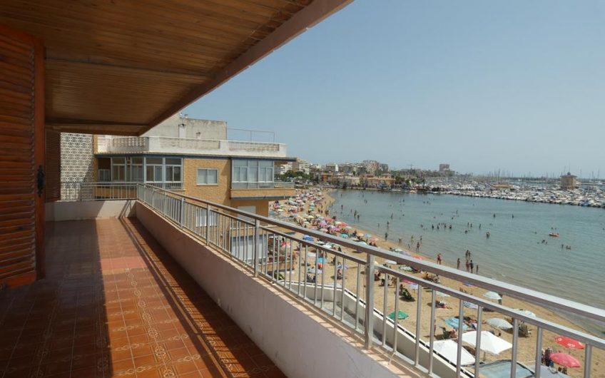 Sjelden mulighet. Renoveringsobjekt første linje med 40 m2 terrasse og fantastisk utsikt. Stort potensiale.