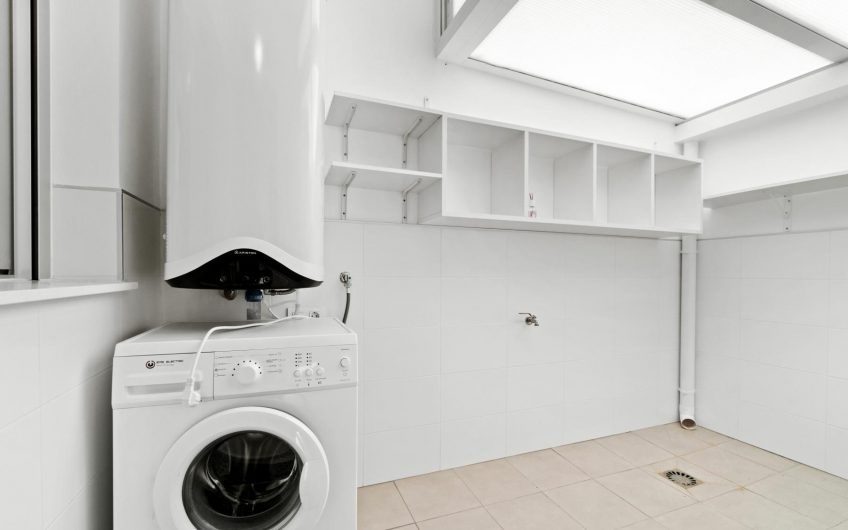Oasis Place. Knallfin moderne leilighet med hage. Felles bassengområde.
