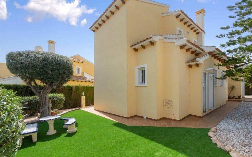 Stilig villa med privat basseng i Villamartin.