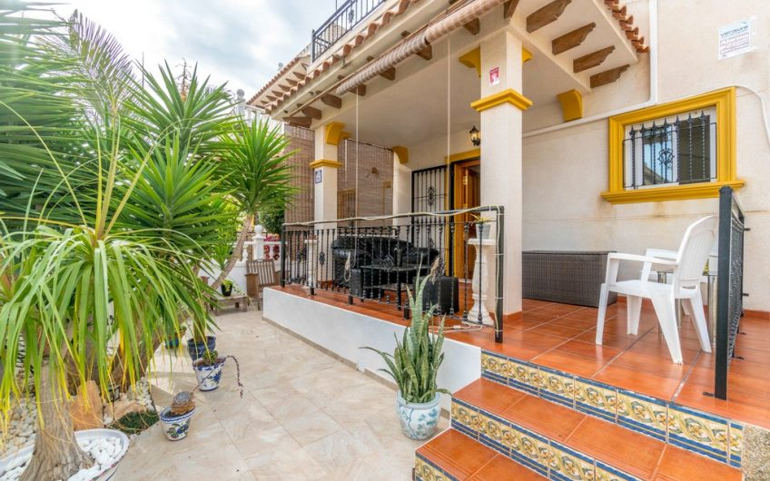 *RESERVERT* Orihuela Costa- Rekkehus med 3 soverom nære Zenia Boulevard og havet. Felles bassengområde.
