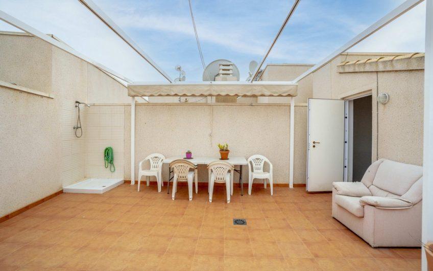 2 etasjes Penthouse i Residencial Laguna Golf på Playa Flamenca med utleielisens