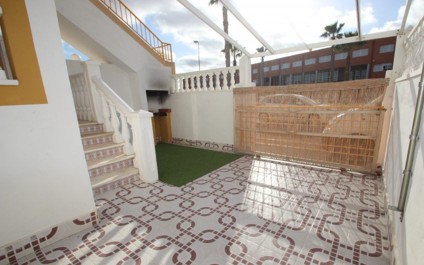 Fin bungalow på bakkeplan i Altos de Limonar.