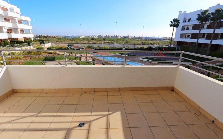 Moderne leilighet på Lomas De Cabo Roig med stor terrasse og fantastiske fellesområder.