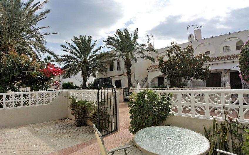 Sydvendt bolig på et plan i La Rosaleda. Hage og stor takterrasse.