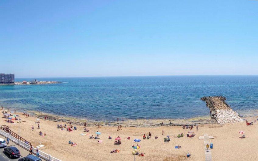 Nydelig toppleilighet med Utleielisens 100 meter fra Playa del Cura i Torrevieja.