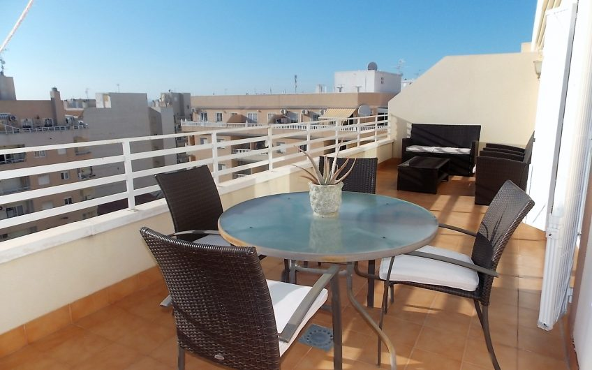 Kjempefin Penthouse i Torrevieja sentrum. Stor terrasse og fin utsikt.
