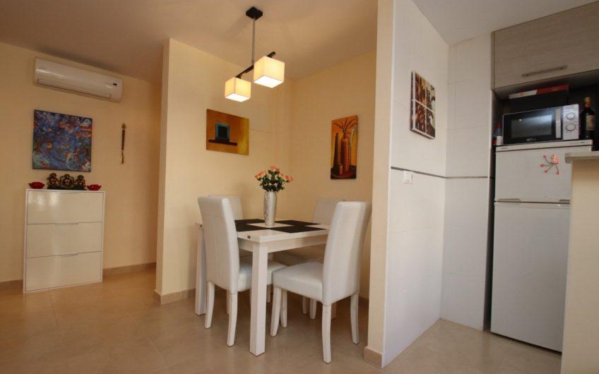 Penthouse med stor terrasse og privat takterrasse 100 meter fra Playa del Cura.