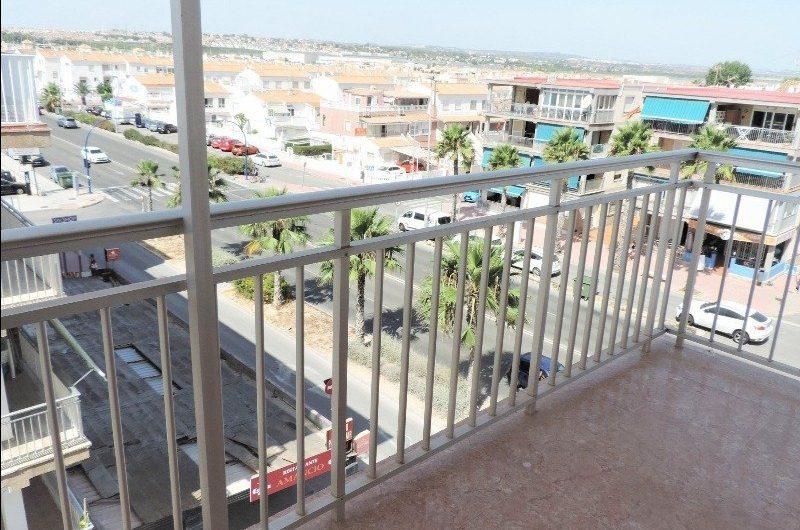*RESERVERT* Leilighet med stor terrasse 30 meter fra havet.