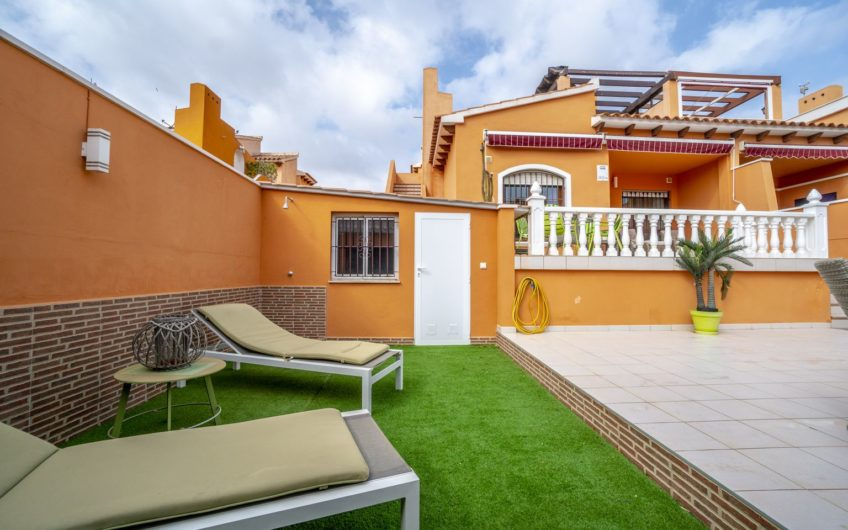 *RESERVERT* Vakker og solrik bungalow i Aguas Nuevas med stor uteplass.
