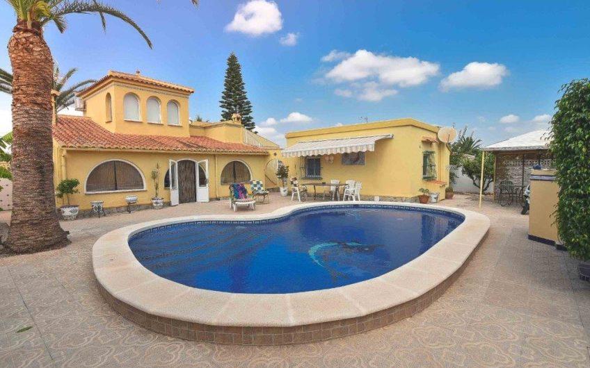 Fin villa med gjestehus i La Torreta Florida.