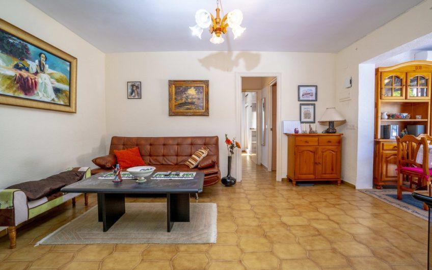 *RESERVERT* Fin bungalow med stor terrasse på Cabo Roig, 600 meter fra stranden.
