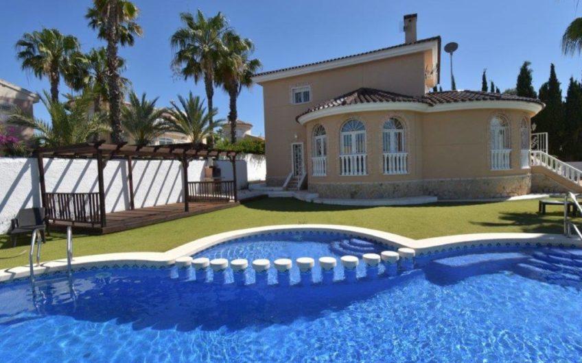 Fantastisk villa i sentrum av Ciudad Quesada.