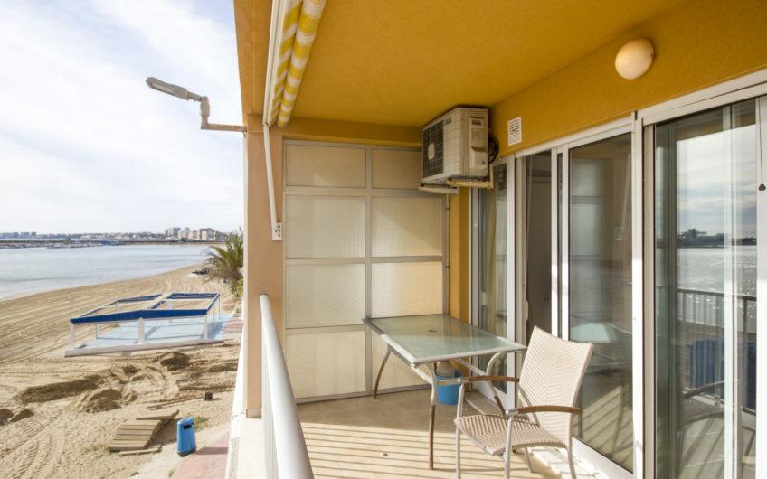Fin leilighet med havutsikt på Acequion stranden.
