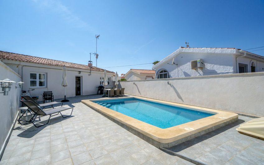 Fantastisk totalrenovert bolig med privat basseng nær Los Locos stranden