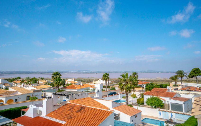 Flott Villa i Baños de Europa med stor tomt.