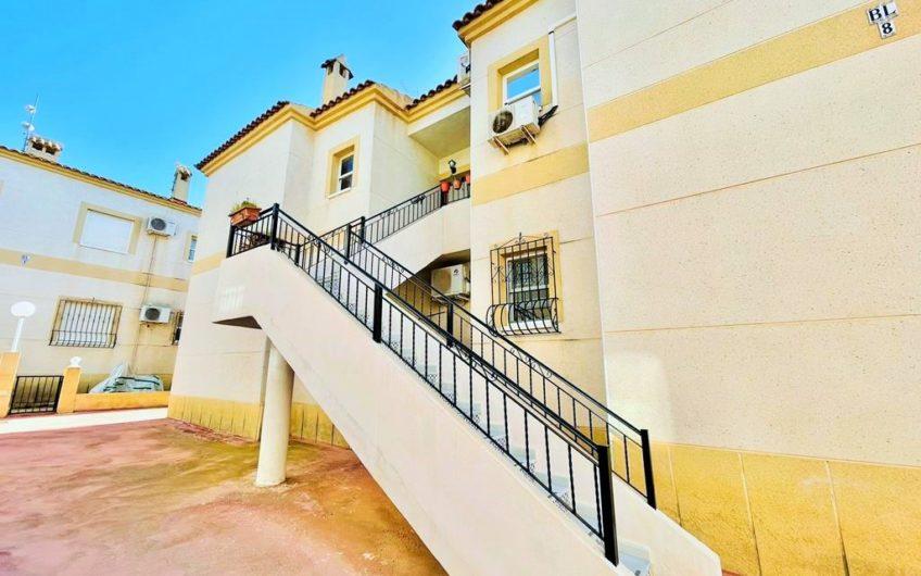 Toppetasje bungalow i Aguas Nuevas. Residencial Las Margaritas.