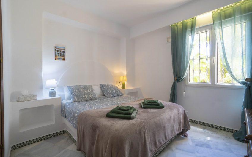 Fin sydvendt leilighet i Aldea del Mar, 300 meter fra Los Locos stranden.