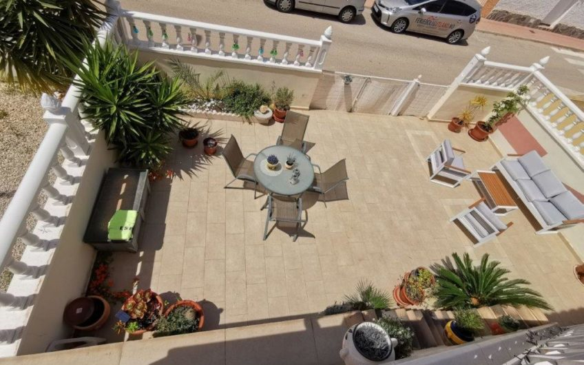 Toppleilighet på Playa Flamenca. Privat takterrasse, stor hage og felles bassengområde.