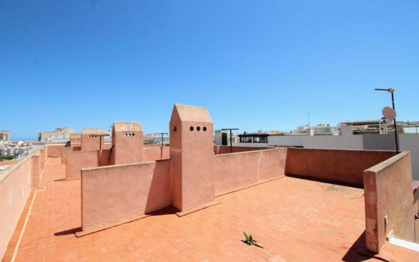 *RESERVERT*Utmerket renoveringsprosjekt i Torrevieja. Fine beliggenhet. Felles bassengområde.