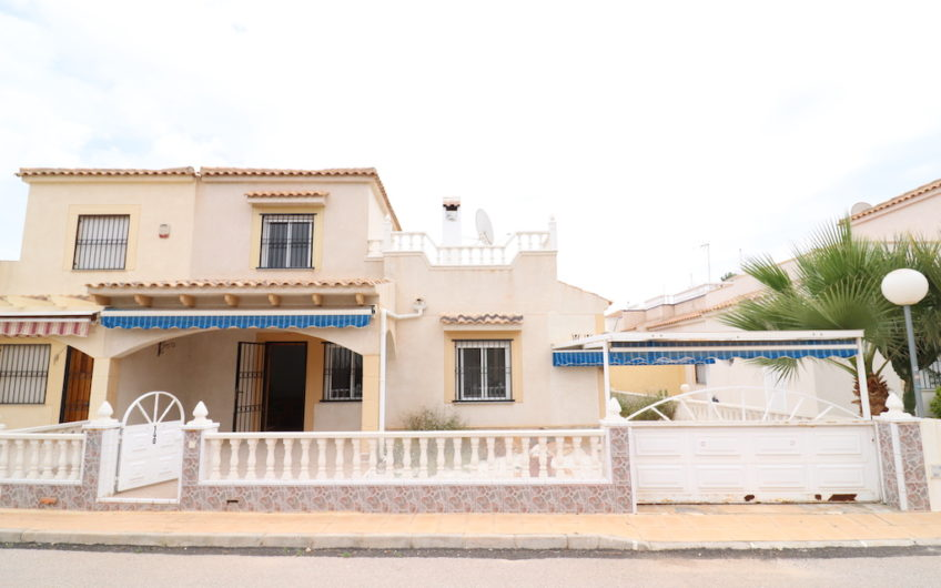 Rekkehus på Playa Flamenca i Urbanisasjon Serena IV.